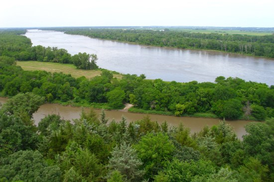 Photo credit: Babymestizo per Creative Commons Attribution-Share Alike 3.0 Unported license. The photo is taken from one of the bluffs along the river and quite close to the bridge I crossed on my journey from Lincoln to Omaha.
