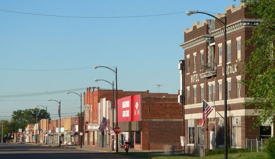 Photo credit: Ammodramus (released to the public without condition). Downtown Franklin, Nebraska: west side of 15th Avenue, looking south from between M and N Streets, May 31, 2010.